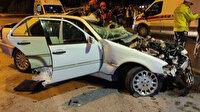 Üst geçidin ayağına çarpan otomobil hurdaya döndü: Feci kazada 3 kişi hayatını kaybetti