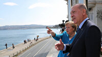 Cumhurbaşkanı Erdoğan Merkel'e Huber Köşkü balkonundan Boğaz'ı anlattı