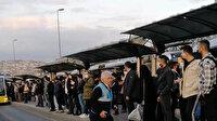 Ayvansaray'da metrobüs arızalandı: Yolcular uzun kuyruklar oluşturdu