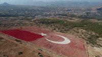 22 bin metrekare ebatında! Dünyanın en büyük bayrağı boyanıyor