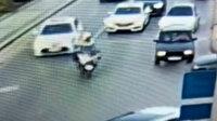 Sakarya polisinden alkışlanacak hareket: Araçta rahatsızlanan yaşlı kadını hastaneye yetiştirdi