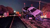 ABD'de yolcu treni araç yüklü tıra çarptı: Araçlar etrafa dağıldı dört kişi yaralandı