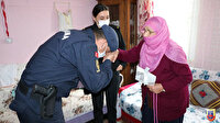 92 yaşındaki Nuriye nine Mehmetçik için çoraplar ördü