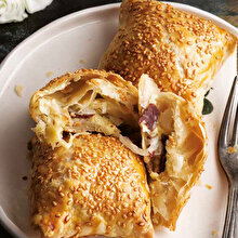 Beyaz Lahanalı Pastırmalı Talaş Böreği