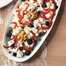 Yaban Mersinli Peynir Salatası