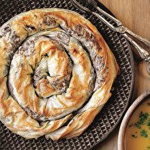 Karamelize Mantarlı Kıymalı Börek