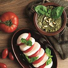 Pembe Domatesli Mozzarella ve Pesto Sos
