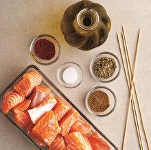Şişte Baharatlı Somon Balığı