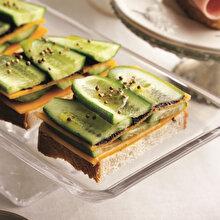 Cheddar & Zeytin Ezmeli Salatalıklı Sandviç