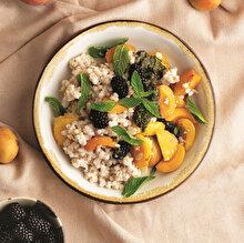Fesleğen Soslu Taze Meyveli Buğday Salatası
