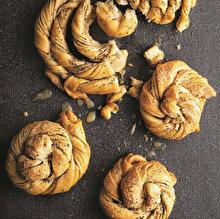 Keçiboynuzu Özlü ve Kakaolu Tahinli Çörek
