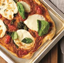 Mozarellalı Fesleğenli Pizza
