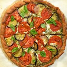 Pesto Soslu Yaz Pizzası
