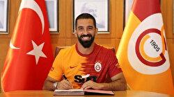 Arda Turan stays on with Galatasaray