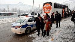 Otobüsteki yolcular daha fazla dayanamadı polisi arayarak ihbar etti