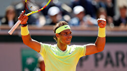 Nadal too strong for Federer in Paris, reaches 12th final