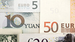 Yuan hits 11-year low, yen rises on rush to safe-havens