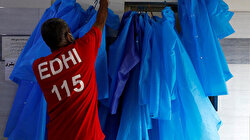 Raincoats and rubber boots for Pakistani aid workers in coronavirus fight