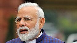 Modi apologises to India's poor as lockdown criticism mounts