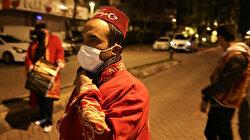 إسطنبول.. مسحراتيون يجوبون الشوارع بالكمامات