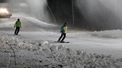 Türkiye'de bir ilk: Depolanan kar Palandöken'e serildi kayak sezonu açıldı