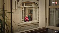 Masumlar Apartmanı ile hatırlanan Göge Bakma Durağı şiiri: Sayısız penceren vardı bir bir kapattım