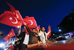 Supporters of Turkish President Tayyip Erdogan wave national flags in Istanbul, Turkey, April 16, 2017.
