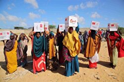 Lebanese-Swedish singer Maher Zain teamed up with the Turkish Red Crescent to deliver food aid packages to Somalia during the holy month of Ramadan. At least 6.2 million people in Somalia, or just about half the country, are grappling with the prospect of an acute famine due to deepening drought.
