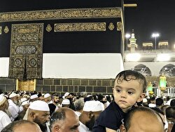 A baby who came circled the Kaaba on his father's shoulder's put a smile on the faces of Muslims.