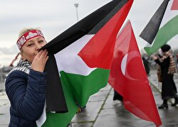 People gathered in Istanbul's central Yenikapı district to protest U.S. President Donald Trump's decision to recognize Jerusalem as Israel's capital. Protesters raised Palestinian flags and photos of the Aqsa Mosque in solidarity with the Palestinians.