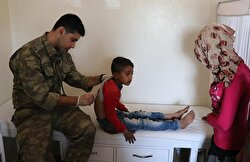 هكذا يداوي الجيش التركي سكان عفرين.. 70 مريضًا يوميًّا