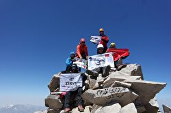 A group of 12 Turkish mountaineers raised the country's national flag on the highest peaks in Iran: Mount Davamand and Alam Kuh.