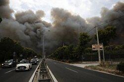 Wildfires ravage Greece's coastal town of Mati