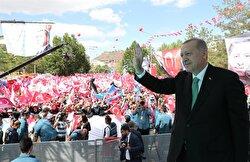 Turkish President Recep Tayyip Erdoğan greets the crowd during his meeting in Bayburt, Turkey on 10, 2018.