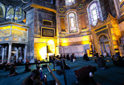 Turkish President Recep Tayyip Erdoğan has donated a beautiful Islamic calligraphy painting to the Hagia Sophia Grand Mosque to mark the occasion of its reopening to worshippers after its status was reverted back into a mosque.
