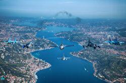 وزارة الدفاع التركية تنشر صور عروض جوية في سماء إسطنبول