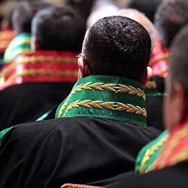 FETÖ ile irtibatlı ve iltisaklı oldukları gerekçesiyle 11 hakim ve savcı meslekten ihraç edildi