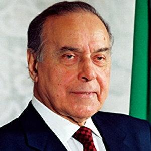 12 Aralık 2003: Haydar Aliyev hayatını kaybetti