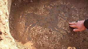Manisa'da tarlada buldukları mozaiği 30 milyon dolara satmak isterken yakalandılar