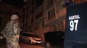 İstanbul'da eş zamanlı şafak operasyonu: Koçbaşı ile kırılan kapıdan giren polisler dokümanları ele geçirdi