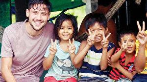 Genç gezgin seyahatlerini hayra dönüştürmeye devam ediyor: Hindistan'a yardım götürecek