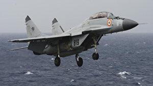 Hindistan'da savaş uçağı eğitim sırasında düştü