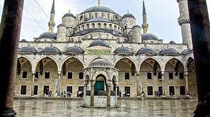 İstanbul'da avlusu ve çevresi müsait olan camilerde cuma namazı kılınabilecek