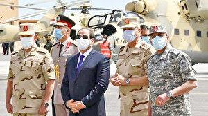 Sisi'nin uçakları balon çıktı: Uçakların şovunu yaptı sonra hemen geri çekti