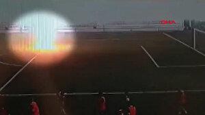 Rusya'da genç futbolcu antrenman yaparken başına yıldırım çarptı