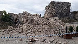 Fatih'te tarihi surlarda çökme meydana geldi