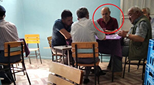 CHP'li Başkan Hüseyin Gemi, İYİ Parti lokalinde kağıt oynarken görüntülendi