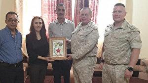 Rus askeri heyeti PYD'li teröristlere plaket verdi!