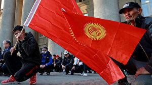 Kırgızistan'da cumhurbaşkanlığı ve genel seçimler askıya alındı