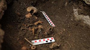 Tiyatro kazısından bebek iskeleti çıktı